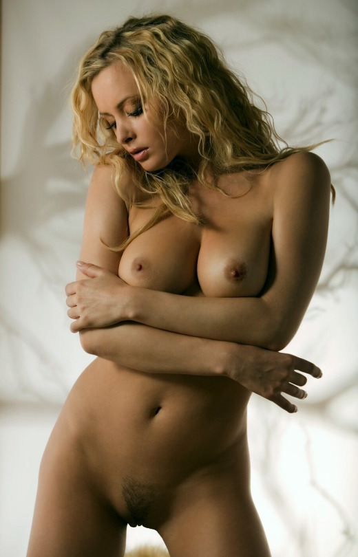 curly hair blonde chick nude