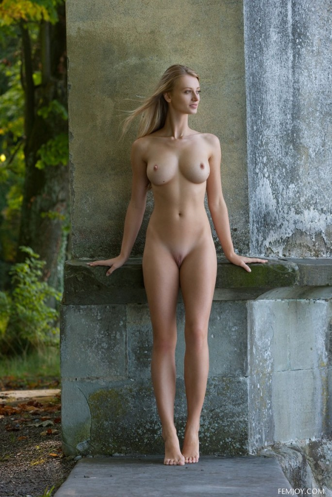 tall naked blonde girl
