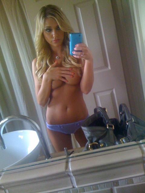 gorgeous milf selfie in panties