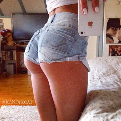 hot ass selfie in tight shorts