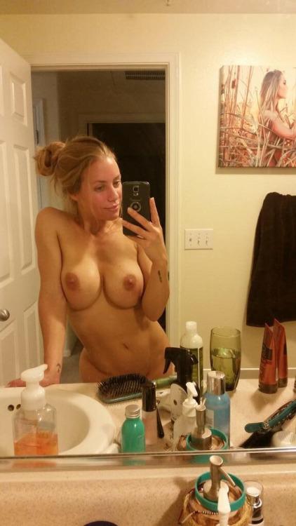 selena gomez breast porn