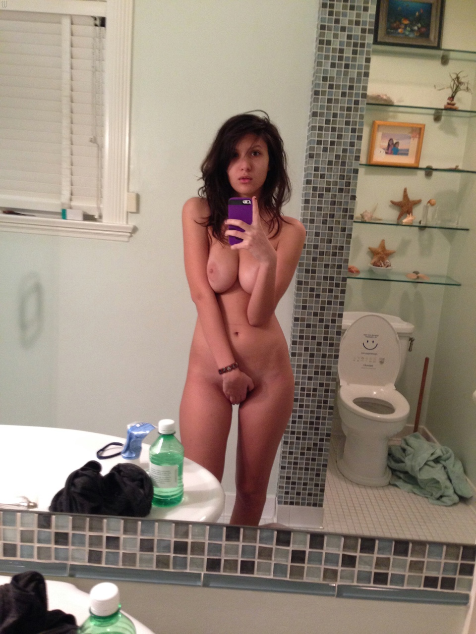 Average girl nude selfie