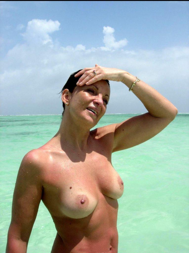 beach milf tits