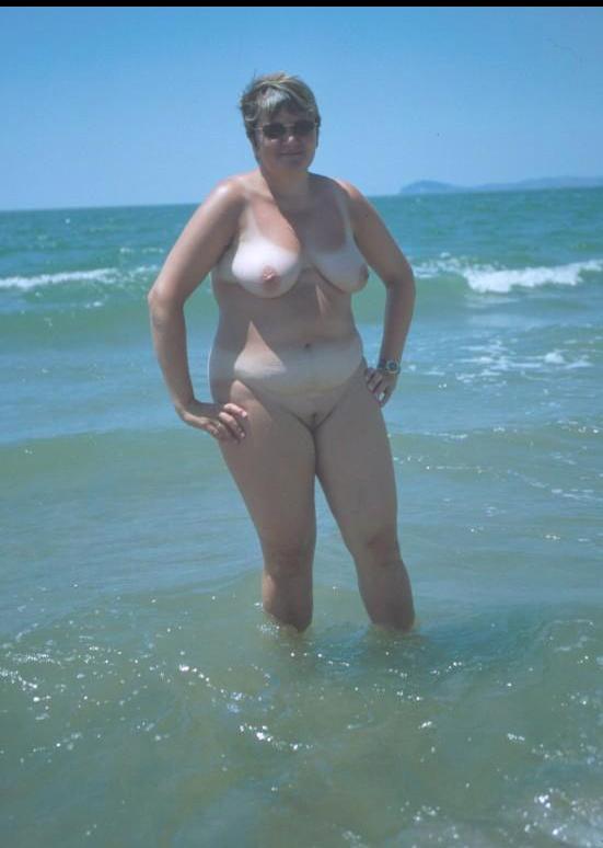 curvy mature women in sea