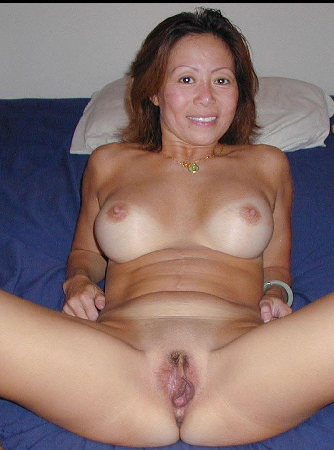 milf nude spread legs