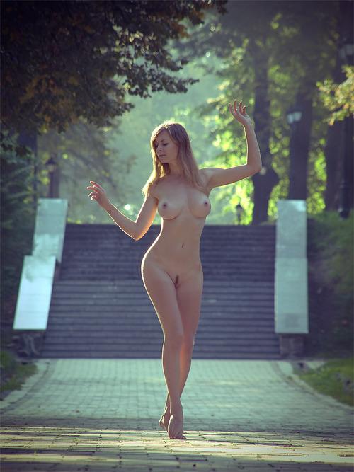 polish girl nude outside