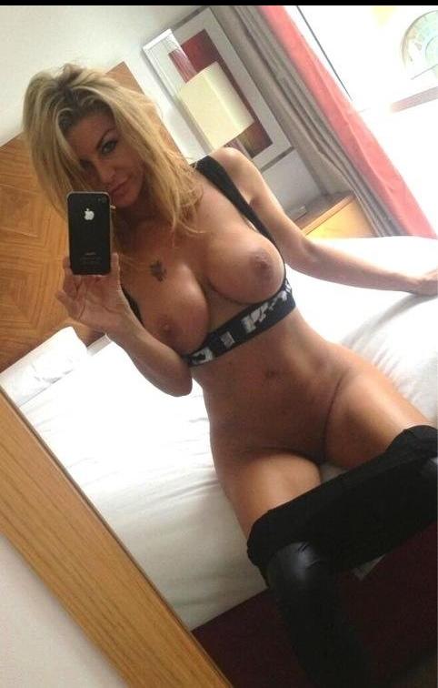 sexy mom bimbo selfie